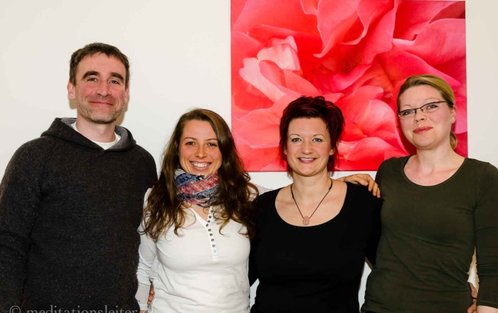 2016 ~3 neue Meditationsleiterinnen in Berlin & Brandenburg ~ von re nach li: x, Janine Tomczyk, Tina Wegener