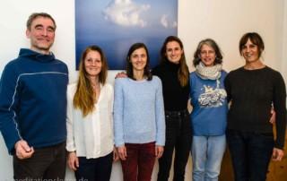 Meditationsleiter Ausbildung in Berlin - von li nach re: Cassy Kloppe, Petra Garbas, Svea Joisten, Ursula Thiesen, Kathrin Hörchner
