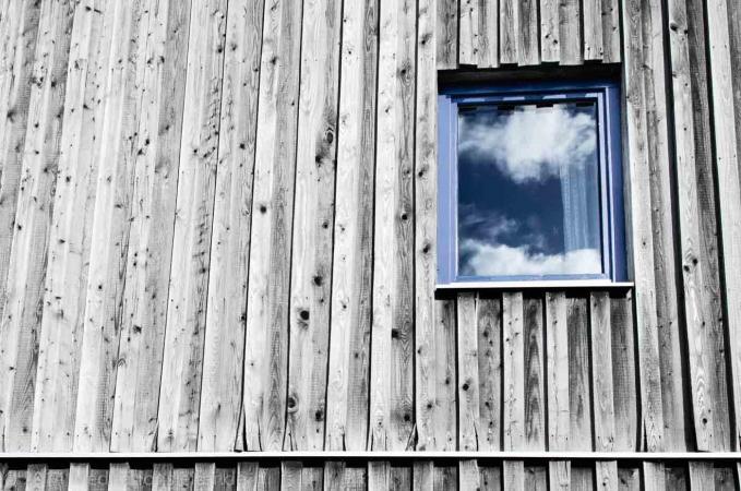 Weißen Wolken im Fenster in Zempow